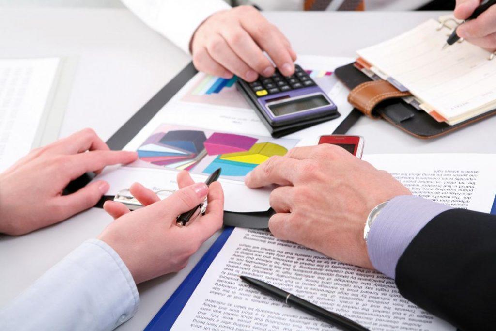Doanh thu thường được tính theo từng bộ phận rồi hợp nhất.