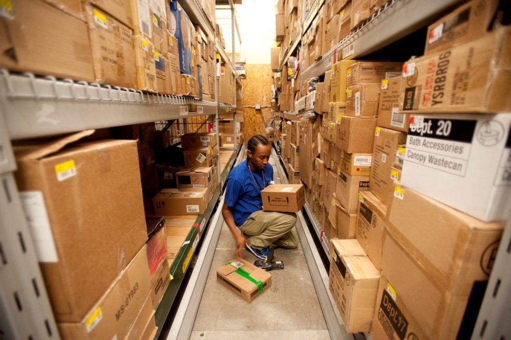 Quản lý hàng xuất nhập tồn kho là công việc quan trọng của kế toán kho.