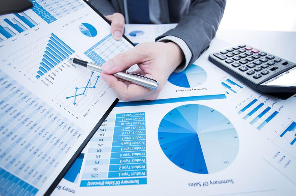 Kế toán trưởng báo cáo tình hình tài chính với ban điều hành doanh nghiệp